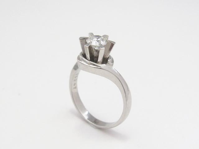 【Before】プラチナから金にリフォーム!あまり着けなくなったリングのダイヤを使用して新しいリング作成しました。