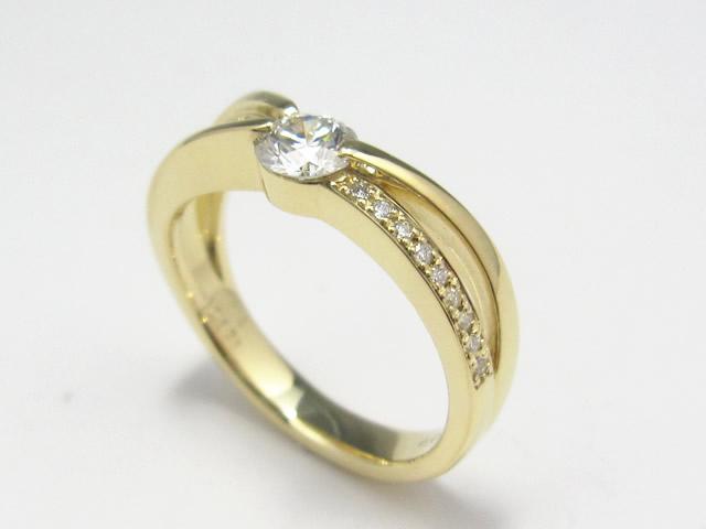 【After】プラチナから金にリフォーム!あまり着けなくなったリングのダイヤを使用して新しいリング作成しました。