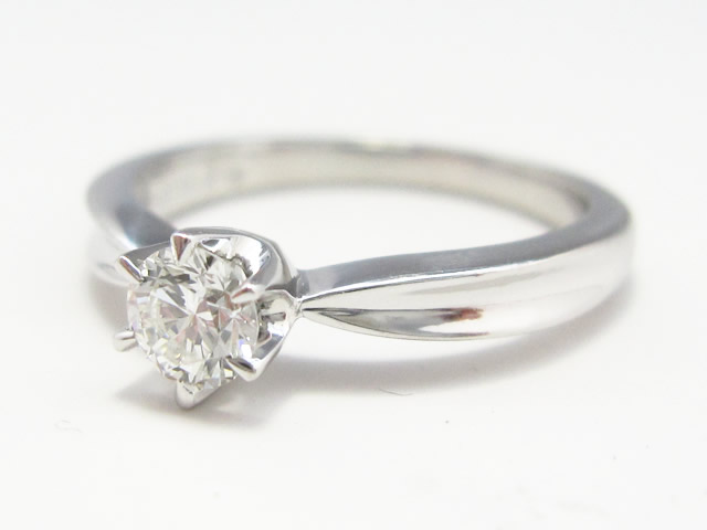 【Before】ダイヤリングをペンダントへ!綺麗なダイヤモンドの輝きをペンダントで生かしました。