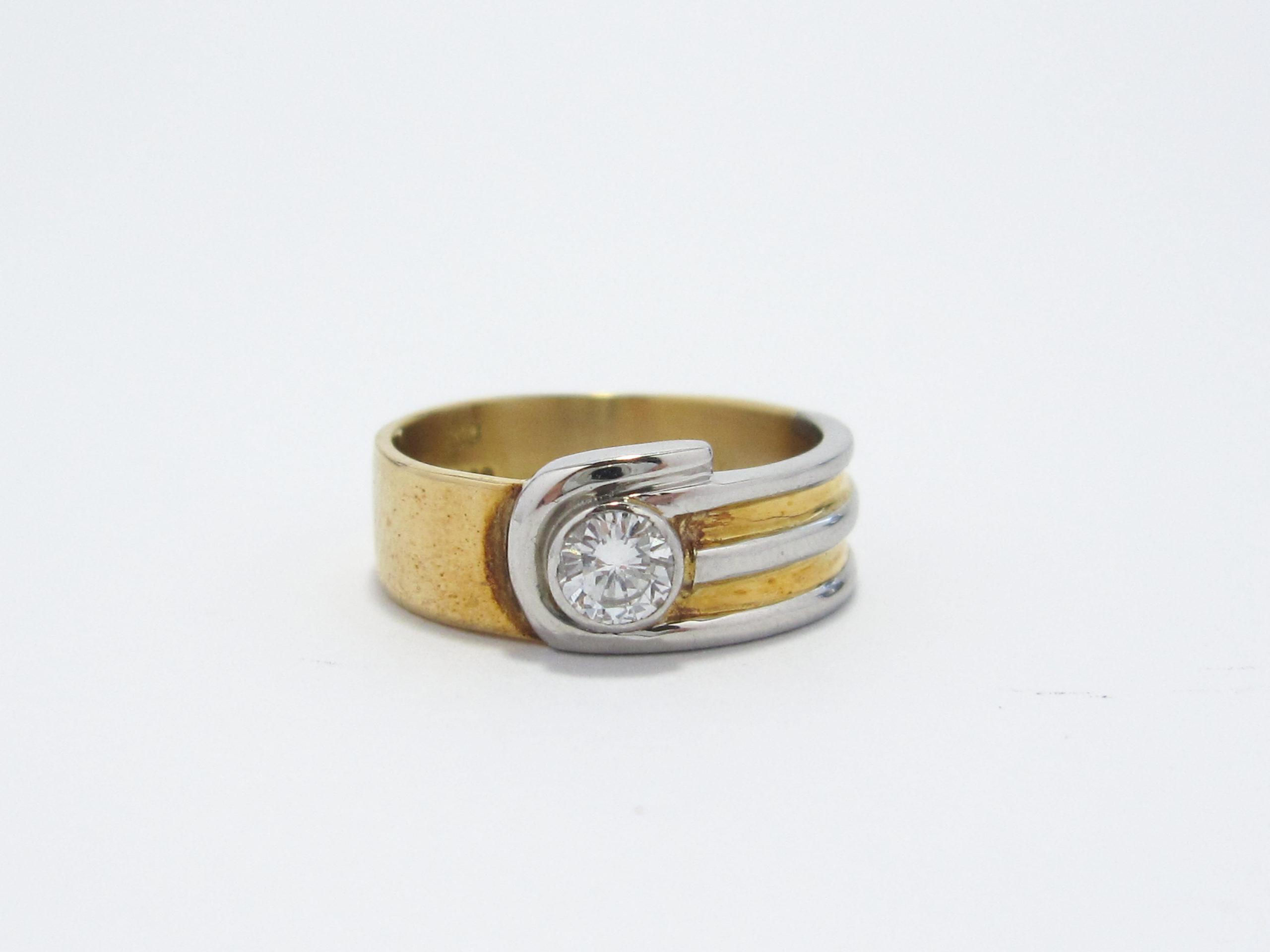 【Before】リングのダイヤモンドを有効活用!可愛いペンダントに生まれ変わりました。